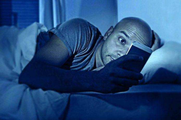 Ночной режим в смартфонах нарушает сон